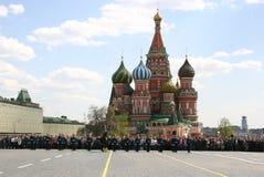 Os protetores desfilam no quadrado vermelho Fotos de Stock Royalty Free