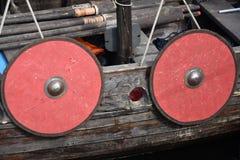 Os protetores guardaram o lado do barco - um navio velho do russo Fotos de Stock Royalty Free
