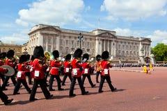 Os protetores reais britânicos executam a mudança do protetor no Buckingham Palace Fotografia de Stock