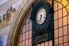 Os pulsos de disparo principais do salão principal do Sao Bento Railway Station Fotos de Stock