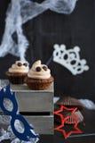 Os queques gostam de uma sobremesa de Dia das Bruxas do fantasma Fotografia de Stock
