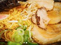 Os ramen do molho de soja fecham-se acima Fotos de Stock