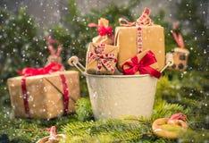 Os ramos handsewn das decorações das peúgas dos presentes do Natal enfeitam-se Fotografia de Stock
