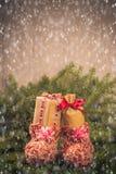 Os ramos handsewn das decorações das peúgas dos presentes do Natal enfeitam-se Imagem de Stock Royalty Free