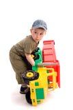 Os rapazes pequenos jogam com caminhão do brinquedo Imagem de Stock Royalty Free