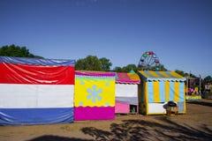 Os recintos de diversão têm muitas cores brilhantes fotos de stock