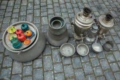 Os recipientes e outras lembranças venderam em um mercado local da cidade velha de Baku Icheri Sheher, Azerbaijão Cidade velha o  fotos de stock royalty free