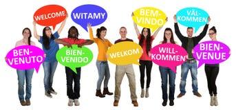 Os refugiados dão boas-vindas no grupo de línguas diferente de multi eth novo imagem de stock