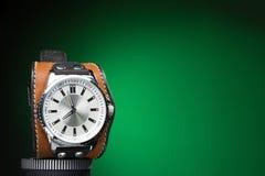 Os relógios dos homens com o bracelete de couro largo Imagens de Stock Royalty Free