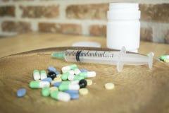 Os remédios comuns da casa são essenciais para tratar a doença sendo a base foto de stock