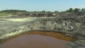 Os resíduos tóxicos anteriores da descarga em Ostrava, lagoa do óleo, Ostramo Efetua a natureza video estoque