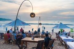 Os restaurantes do alimento de mar em Jimbaran encalham em Bali, Indonésia fotografia de stock royalty free