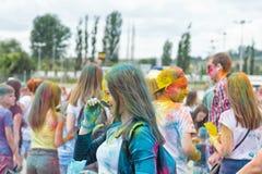 Os retratos de jovens com cores diferentes mancharam as caras Fotografia de Stock