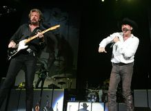Os ribeiros e Dunn executam no concerto imagens de stock
