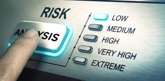 Os riscos analisam, de baixo-risco ilustração royalty free