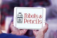 Os robôs e os lápis firmam o logotipo Foto de Stock Royalty Free