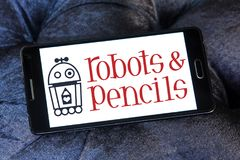 Os robôs e os lápis firmam o logotipo Imagens de Stock Royalty Free
