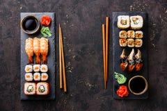 Os rolos de sushi, maki, grupo do nigiri serviram para dois Fotografia de Stock