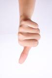 Os símbolos da mão do dedo isolaram a mão do conceito que mostra os polegares para baixo e o desagrado mau no fundo branco Imagens de Stock Royalty Free