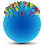 Os símbolos humanos coloridos colocaram aleatório em uma esfera azul Fotografia de Stock