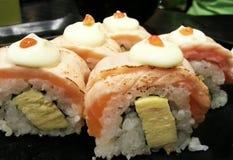 Os salmões rolam o sushi, alimento japonês, Japão Imagens de Stock Royalty Free