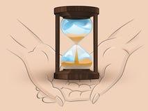 Os sandglass de madeira guardam duas mãos humanas através do vetor Fotografia de Stock Royalty Free