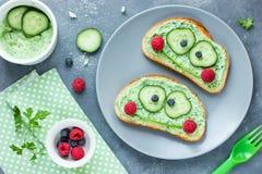 Os sanduíches engraçados gostam de uma rã para crianças Fotografia de Stock