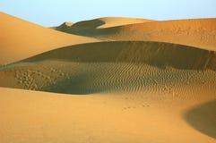 Os sandunes do deserto. Fotografia de Stock