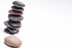 Os seixos equilibram, arranjo no fundo branco Imagem de Stock Royalty Free