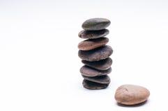 Os seixos equilibram, arranjo no fundo branco Imagens de Stock Royalty Free