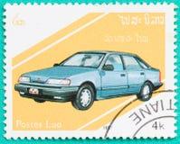 Os selos postais com impresso em Laos mostram o carro Fotos de Stock