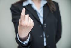 Os sinais da mulher vêm aqui com um dedo Imagens de Stock Royalty Free
