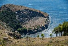 Os sinais da pedra calcária quarry a mineração dos anos 50, na baía Iera imagens de stock