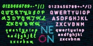Os sinais detalhados realísticos das luzes 3d de néon ajustados em uma fonte azul do alfabeto do fundo projetam o elemento Imagens de Stock Royalty Free