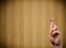 Os smiley felizes do dedo com vintage listram o fundo do papel de parede Imagens de Stock Royalty Free