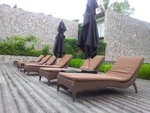 Os sofás na associação para tomam sol Fotos de Stock Royalty Free