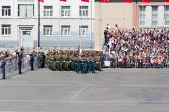 Os soldados do russo marcham na parada em Victory Day anual Foto de Stock