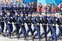 Os soldados do russo marcham na parada em Victory Day anual, maio, fotos de stock