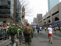 Os soldados marcham na maratona 2009 de Boston Imagem de Stock