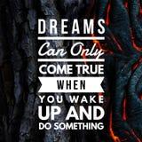 Os sonhos inspirados das citações podem somente vir verdadeiro quando você acorda e faz algo fotos de stock