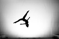 Os splits no somersault no trampoline Imagem de Stock Royalty Free