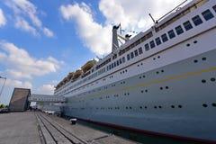 Os SS Rotterdam conhecido como a dama grandioso, um navio aposentado converteram em um hotel fotografia de stock royalty free