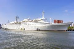 Os SS Rotterdam em seu lugar permanente no cais de Katendrecht em Rotterdam são agora um hotel de flutuação imagens de stock
