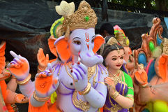 Os staues de Lord Ganesha com Krishna Avatar perto de Hollywood Basti, Ahmedabad Imagem de Stock Royalty Free
