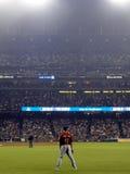 Os suportes de Brian Bogusevic do jogador de campo adequado de Astros na parte exterior do campo esperam Fotos de Stock Royalty Free