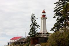 Os suportes esplêndidos históricos do farol guardam na costa de Vancôver Fotos de Stock