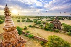 Os templos de bagan no nascer do sol, Bagan, Myanmar