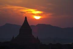 Templos de Bagan no por do sol fotografia de stock royalty free