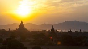 Templos de Bagan no por do sol imagem de stock