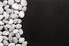 Os termas apedrejam a cena do tratamento, zen da rocha como conceitos fotografia de stock